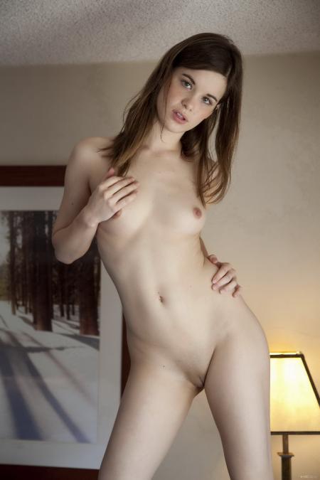 EroticBeauty: Alexis - Presenting (04*06*2014)