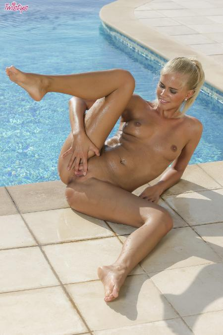 Twistys: Tracy Gold - Slippery When Wet (05*09*2014)